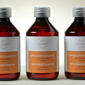Speciality shampoo with Red Henna extract
